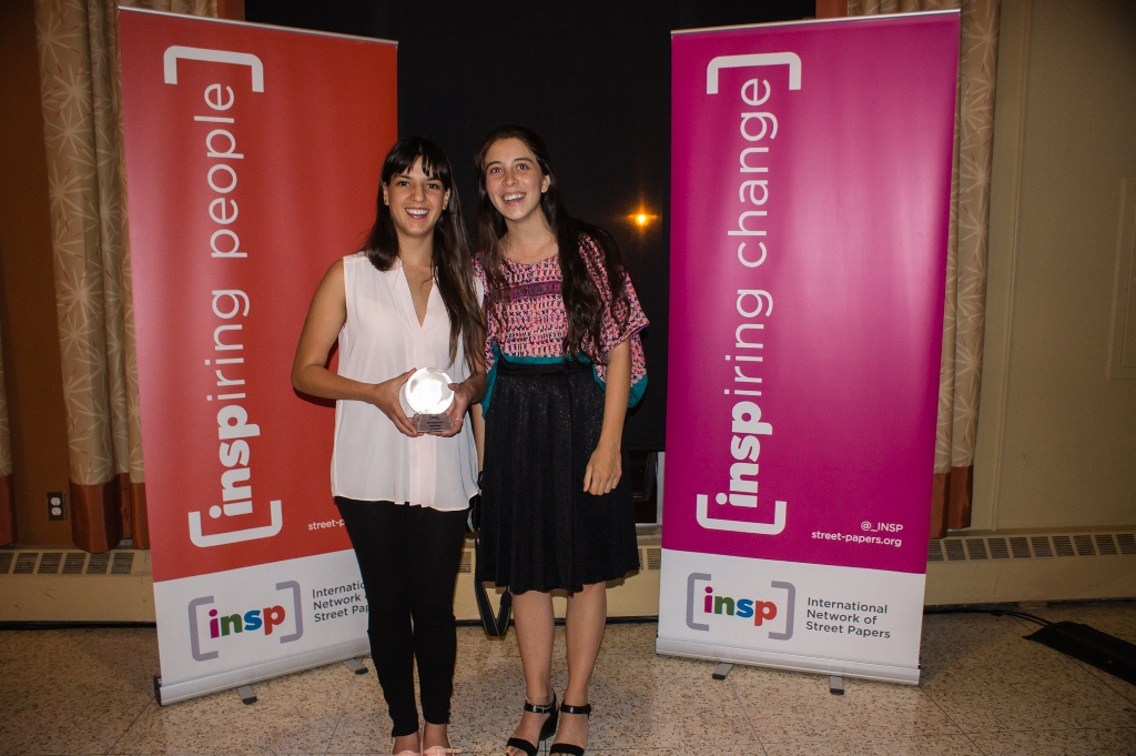 Maria and Regina collect Mi Valedor's award