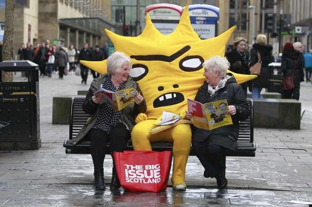 Mascot Kingsley meets Big Issue readers Kathy Tourish & Mary Dollan. Photo: Herald and Times<br>