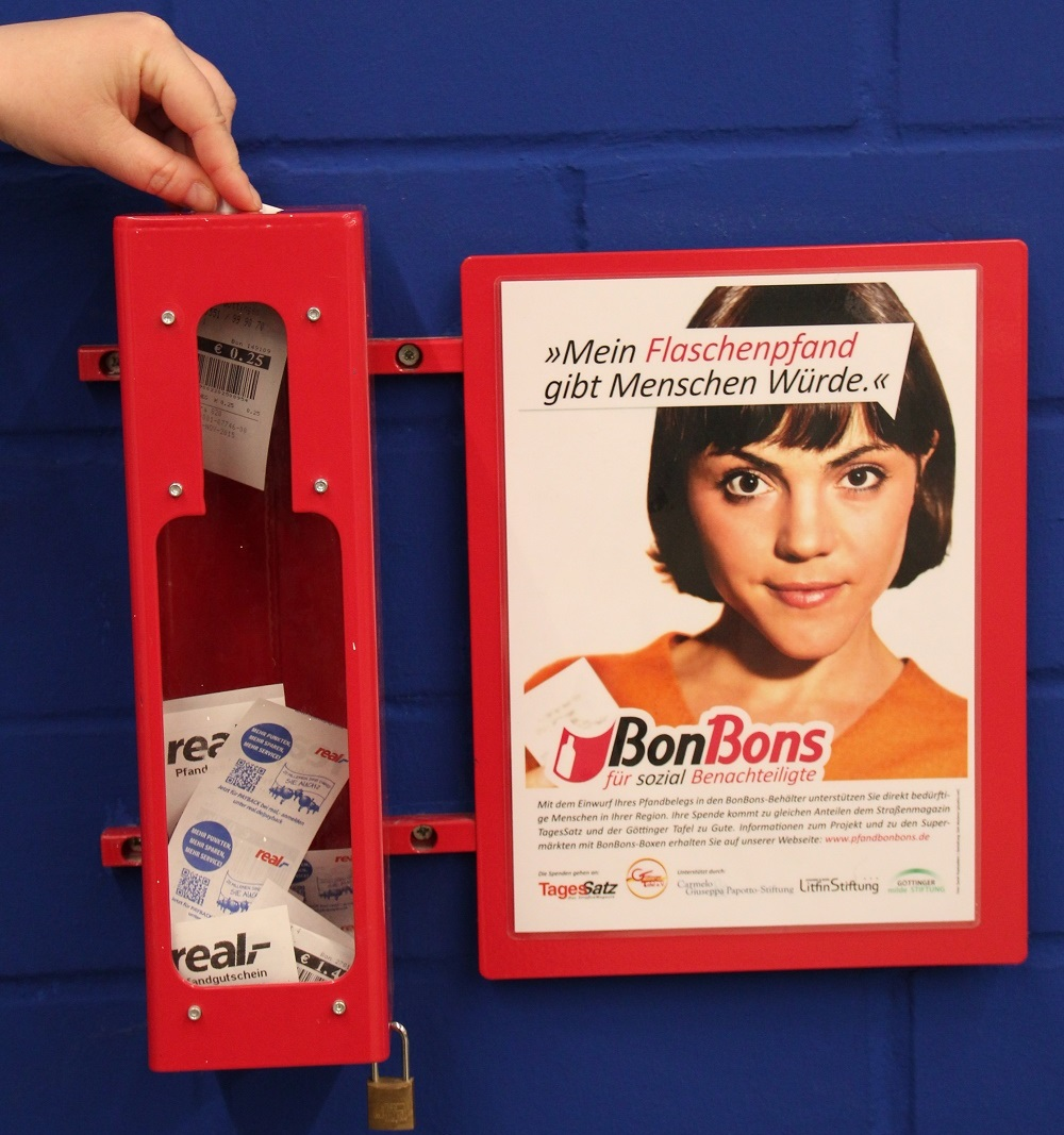 TagesSatz's red boxes make it easy for people to donate Photo: Ute Kahle
