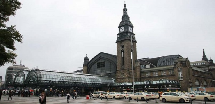 "Hamburg's Central Station is one of Europe's busiest. The comments made by Hamburg District Director Faiko Droßmann about his desire to clean the station up of ""people who exhibit disturbing behaviour"" have caused anger and frustration. Photo: Benjamin Laufer"