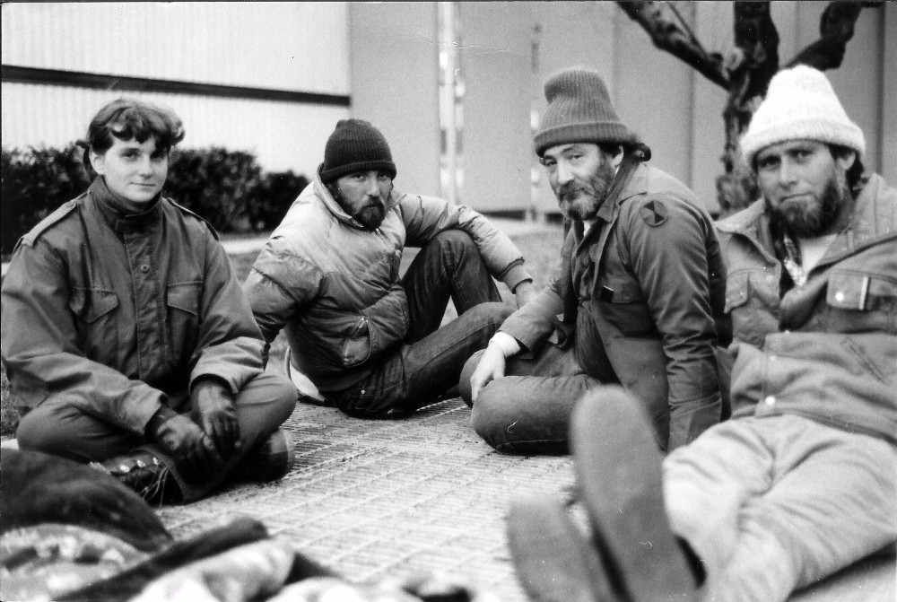 Mitch Snyder (second from right) and Michael Stoops (farthest right), 1986.  Courtesy of National Coalition for the Homeless