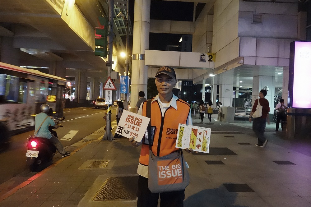 Chao-you Chen, magazine seller at Xihu station. Credit: Yu-ruei Lu / The Big Issue Taiwan
