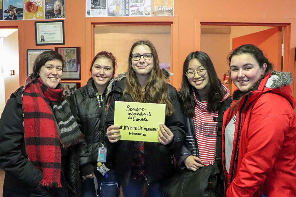 Student group visiting the L'Itinéraire office. Credit: Alexandre Duguay.